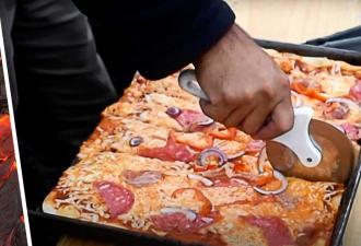 Гордон Гриллс? Беар Рамзи? Парень просто приготовил пиццу, но его рецепт слишком горяч, чтобы быть правдой
