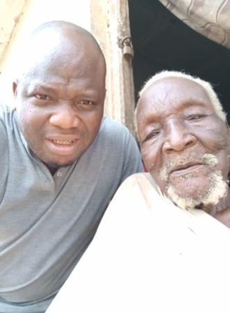 Сын гадал, зачем на заброшенное поле отца приходит старик. Через 30 лет он со слезами не хотел прощаться с ним