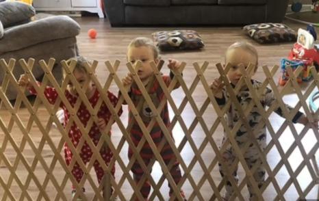Тройняшки родились по отдельности, но не просто в разные дни. Старшего и младших разделяет целое десятилетие