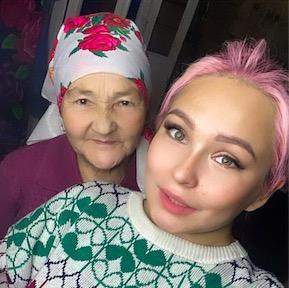 Внучка набила татуировку и показала её своей бабушке. Реакция старушки - слёзы блогершы от разрыва шаблонов