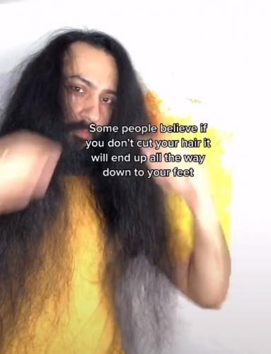 Актёр выбрал длинные волосы вместо стрижки, но его причёска так не считала.
