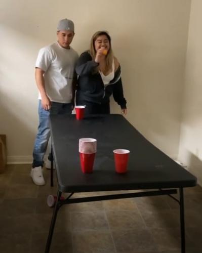 Блогерша покоряла парня игрой в пинг-понг, и это провал (буквально). Ведь пострадал от чар не кавалер, а стол