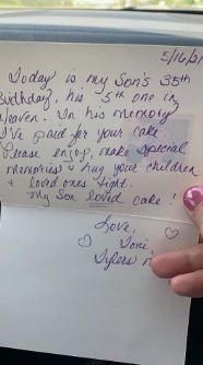 Мама купила незнакомцу торт в магазине, но не просто так. В записке объяснение, от которого плачет вся семья