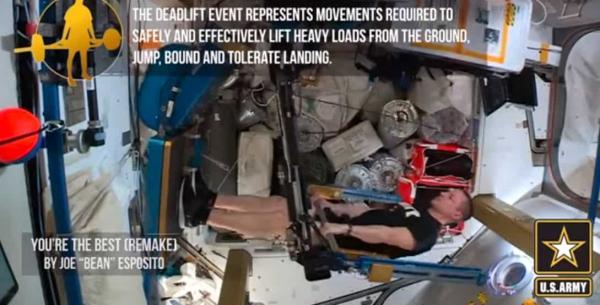 Астронавт попробовал повторить тренировку армейцев в космосе. Теперь ясно, кто сильнее - солдат или гравитация