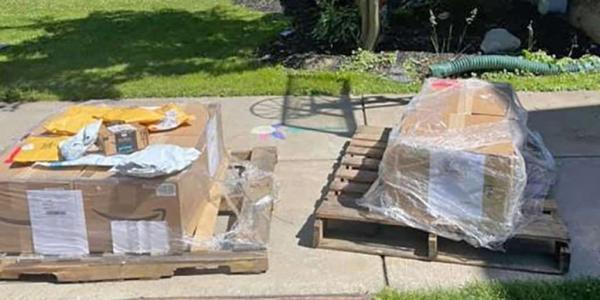 Хозяйке пришло по почте 150 загадочных коробок. Стоило сначала посмотреть их содержимое