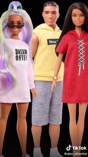 Блогер сравнил куклы Барби 2000-х и современные. Фото до и после - не смешной мем про ожидание и реальность