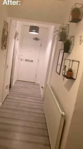 Бабуля вернулась с работы и закричала, не узнав свой дом. Но ошибки не было - женщина пришла как раз по адресу