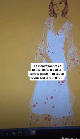 Невеста сшила наряды себе и жениху. Платье напомнит вам о бабушке, а костюм парня — просто космос, буквально