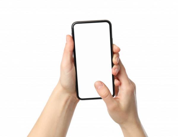 Эксперт по жестам раскрыл секреты характера по манере держать телефон. И для держащих его горизонтально