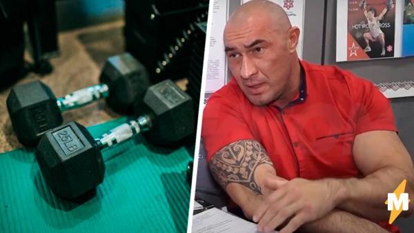 Пауэрлифтер из России круглосуточно тягает штангу. Иначе не может, ведь только во время спорта он не икает