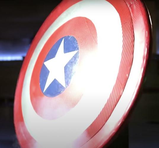 Фан создал щит Капитана Америка и доказал - стать героем может любой. Главное, начать разбираться в физике
