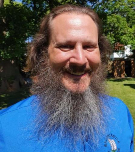 Папа показал, на сколько отросла борода за 516 дней, и миф рухнул. Увидеть Тома Хэнкса вместо попа он не думал