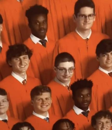 Подросток пригляделся к выпускному фото, а там - он в квадрате. Наруто, уходи, освоили теневое клонирование