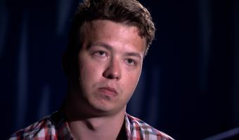 «Я никогда больше не хочу лезть в политику». Интервью Романа Протасевича на белорусском ТВ встревожило людей