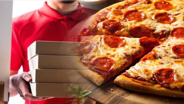 Работник показал, как ворует пиццу клиентов, и люди трут глаза. Жизнь хакнута - вы не заметите пропажу