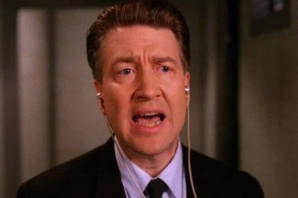 Фаны «Твин Пикс» жмут F при виде новой причёски Дэвида Линча. Ведь вместе с волосами от них ушёл краш