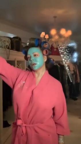 Мэрайя Кери сняла видео на песню Obsessed и фаны чуют заговор. Они уверены, так певица затроллила Эминема