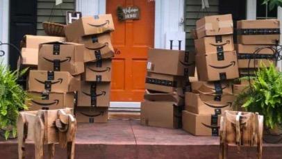 Хозяйке получила 150 загадочных коробок от анонима. Увидев содержимое, женщина поняла - ей нужна инструкция
