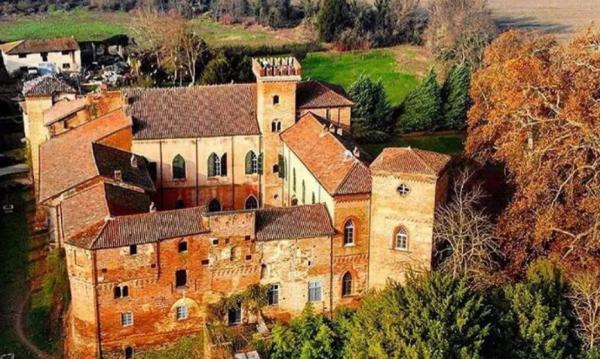 Жительница замка показала свой дом, и детские мечты о сказке разбиты. Холод и долгая уборка - только начало
