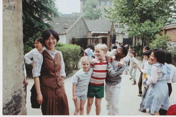 Редкие детские фото Канье Уэста из Китая - культурная апроприация? Нет, и это понятно при взгляде на юного Йе