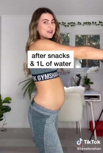 Девушка показала, как меняется её живот за день. Он то уменьшается, то увеличивается