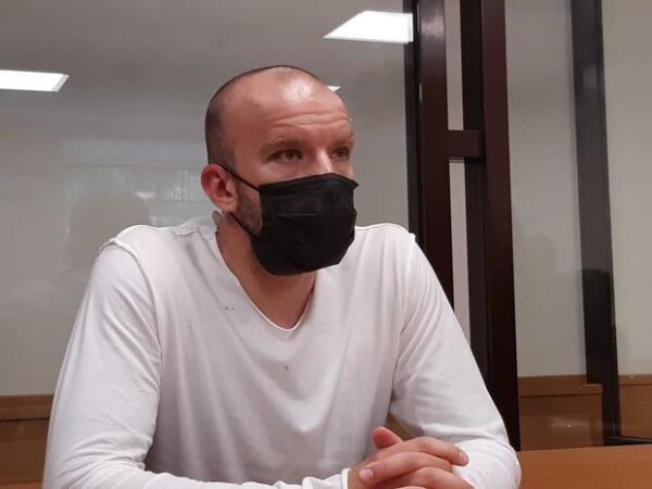 """Основатель пирамиды """"Финико"""" Доронин арестован на 2 месяца, в суд он приехал с синяком"""