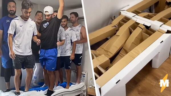 Израильские спортсмены на Олимпиаде сломали «антисекс кровать» вдевятером