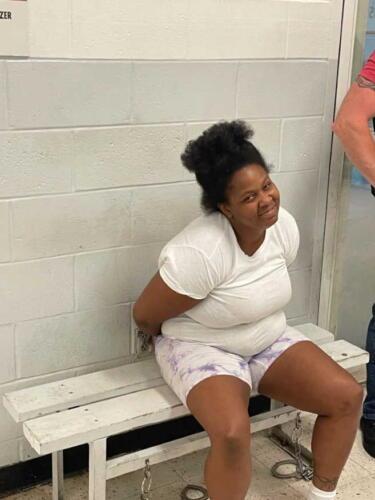 Полиция нашла обвиняемую после того, как она пошутила под постом о своём розыске в фейсбуке
