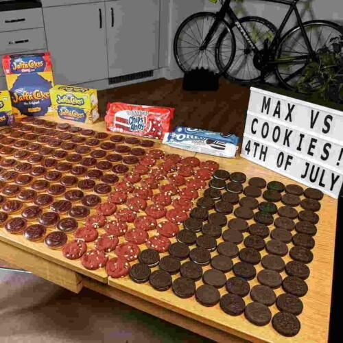 Сколько печенек способен съесть человек? В ютубера влезло двести