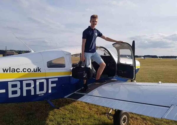 Пилот сел за штурвал и поставил новый мировой рекорд. Вокруг света он облетел за 44 дня