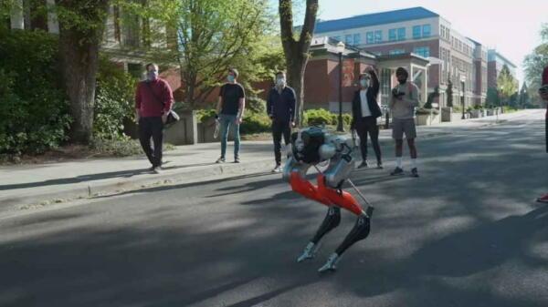 Двуногий робот Кэсси впервые самостоятельно пробежала пять километров