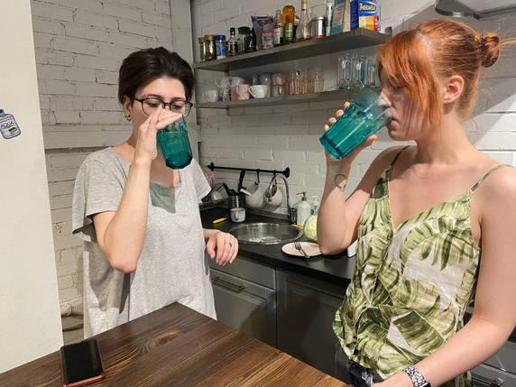 Зачем тиктокеры варят капусту? Это тренд про опьянение без алкоголя, но с овощным бульоном