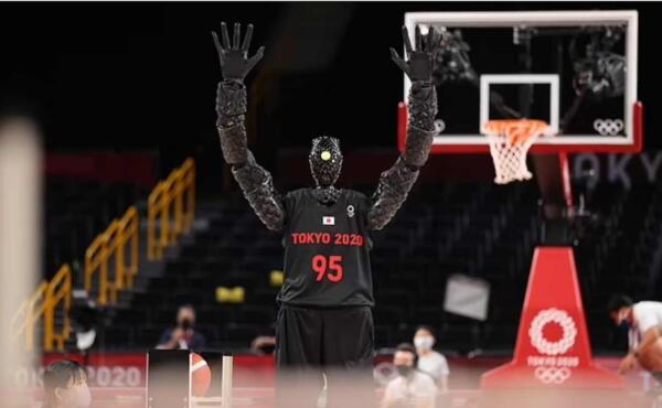 На Олимпиаде японский робот-баскетболист забил штрафной в перерыве матча