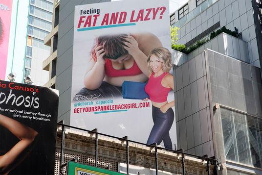 Реклама фитнеса на Таймс-сквер берёт первый приз по фэтфобии