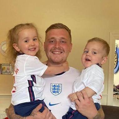 Фанат был уверен: Англия — чемпион Евро-2020 и набил тату с кубком. Так вот, кто сглазил игру