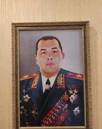 В доме ростовского чиновника нашли его портрет с двумя звёздами героя СССР и пачки денег