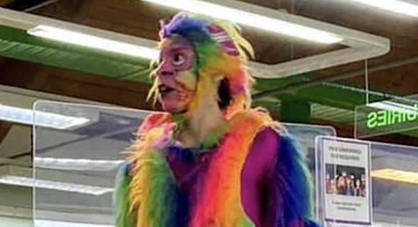 Родители возмутились из-за актёра на детском празднике в библиотеке Лондона. Теперь они ждут извинений