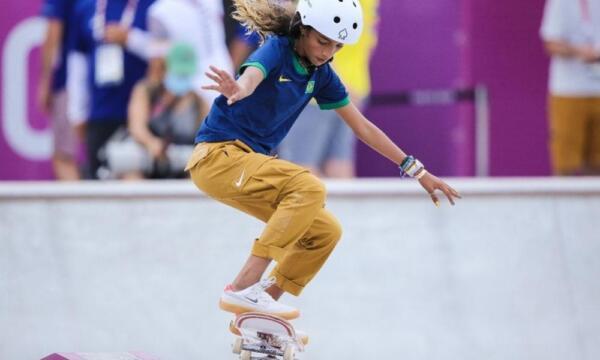 Девочки-подростки заняли пьедестал на соревнованиях по скейтбордингу на Олимпиаде