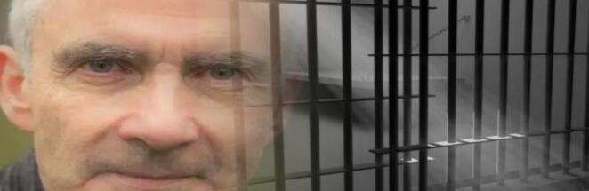Заключённый отвлёк охрану и сбежал из тюрьмы, скрывшись с помощью зонта