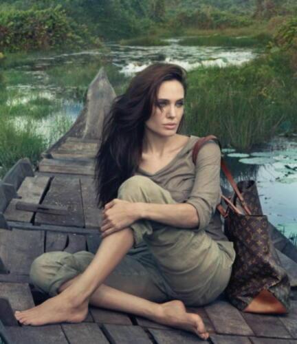 «Королева тиктока» Чарли Дамелио стала лицом Louis Vuitton, и олды в гневе. Они уверены, Луи не в тех трендах
