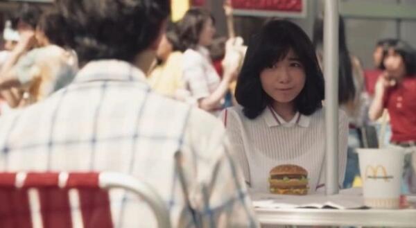 """Женщина в 62 года сыграла девушку-подростка для рекламы """"Макдоналдса"""""""