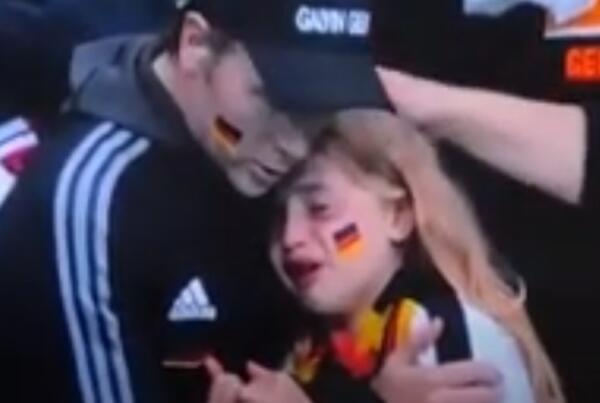 Юная немецкая болельщица рыдала на Евро, но услышала шелест купюр. Ведь хейт английских фанов стал деньгами