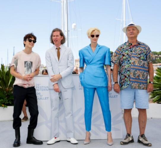 Великолепная четвёрка с Тильдой Суинтон и Биллом Мюрреем попала в мемы из-за своих нарядов