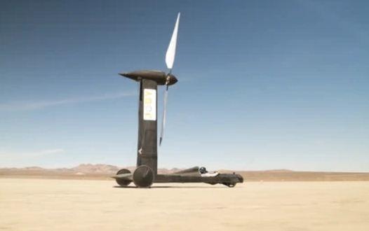 Блогер создал машину, ломающую физику, а учёный не согласен. Пари быть, и угадайте, кто выписал чек на $10000