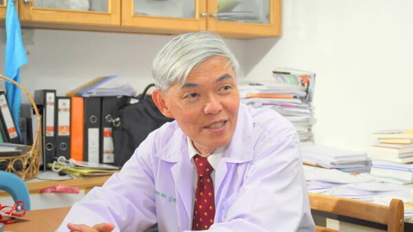 Инженер назвал ведущего вирусолога Таиланда продавцом вакцины в Википедии и попал под арест