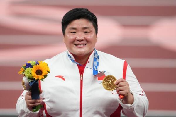 """Китайского журналиста раскритиковали за слова о """"мужественности"""" спортсменки"""