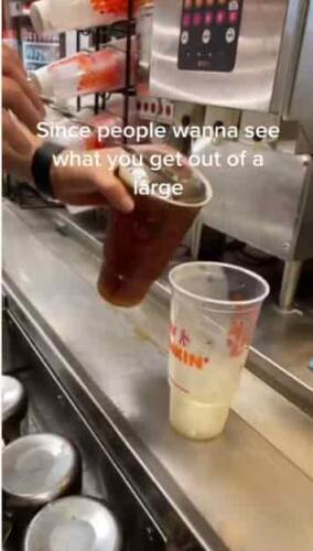 Скупой пьёт тёплое, а гурман платит дважды. Работник фастфуда показал, что напитки со льдом - ловушка