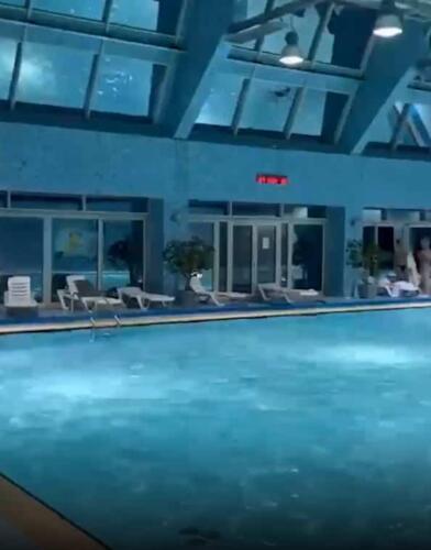 Почему не стоит близко подплывать к насосу в бассейне. Девушку засосало трубой, как в книге Чака Паланика