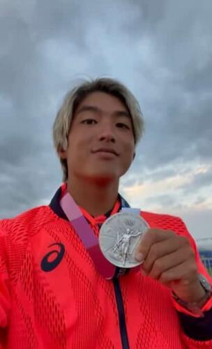 Сёрфер-олимпиец прославился в тиктоке, благодаря своим видеоответам для фанаток