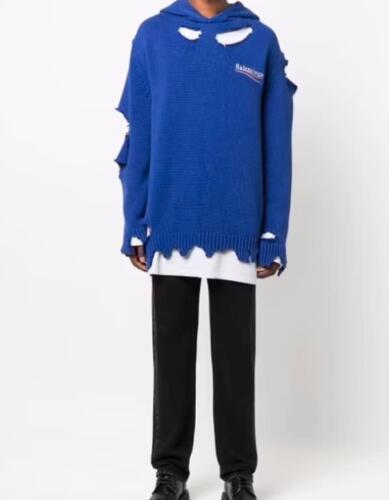 Бренд Balenciaga предложил покупателям приобрести худи с дырками за $1750